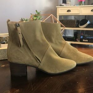 Banana Republic suede boots size 8
